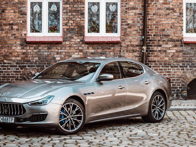 Maserati ghibli hybrid gran lusso 2 автомобиля