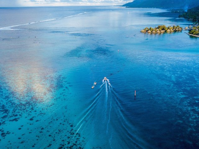 Лодка Парусный спорт вид сверху небо синее море природа