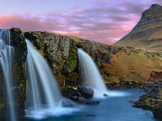 Гора kirkjufell, водопады Исландии.