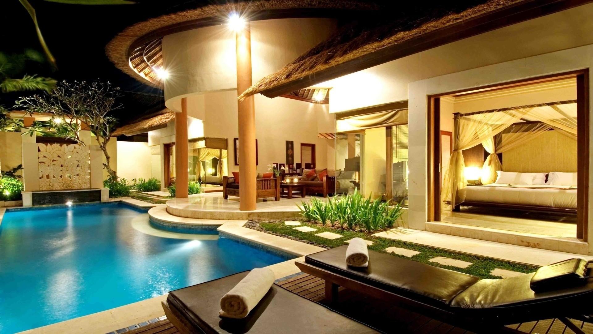 У красивого бассейна у отель обои скачать