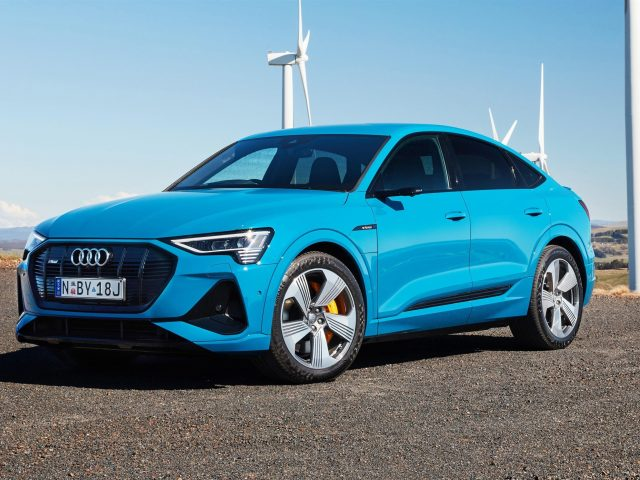 Синий audi e-tron 55 quattro sportback s line 2020 автомобили