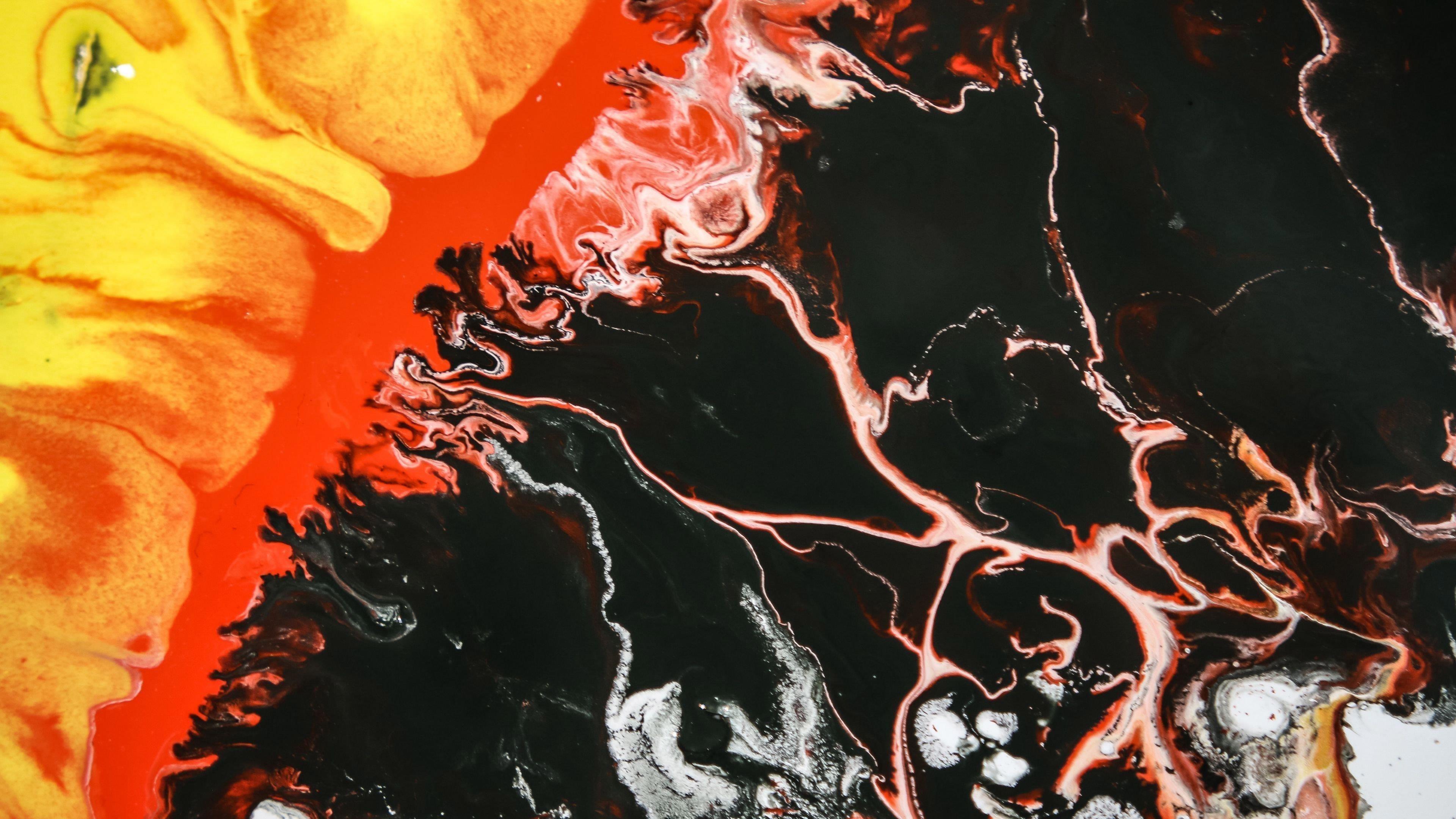 Черные красные краски пятна жидкие абстрактные обои скачать