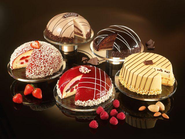 Торты,  клубника,  малина,  миндаль