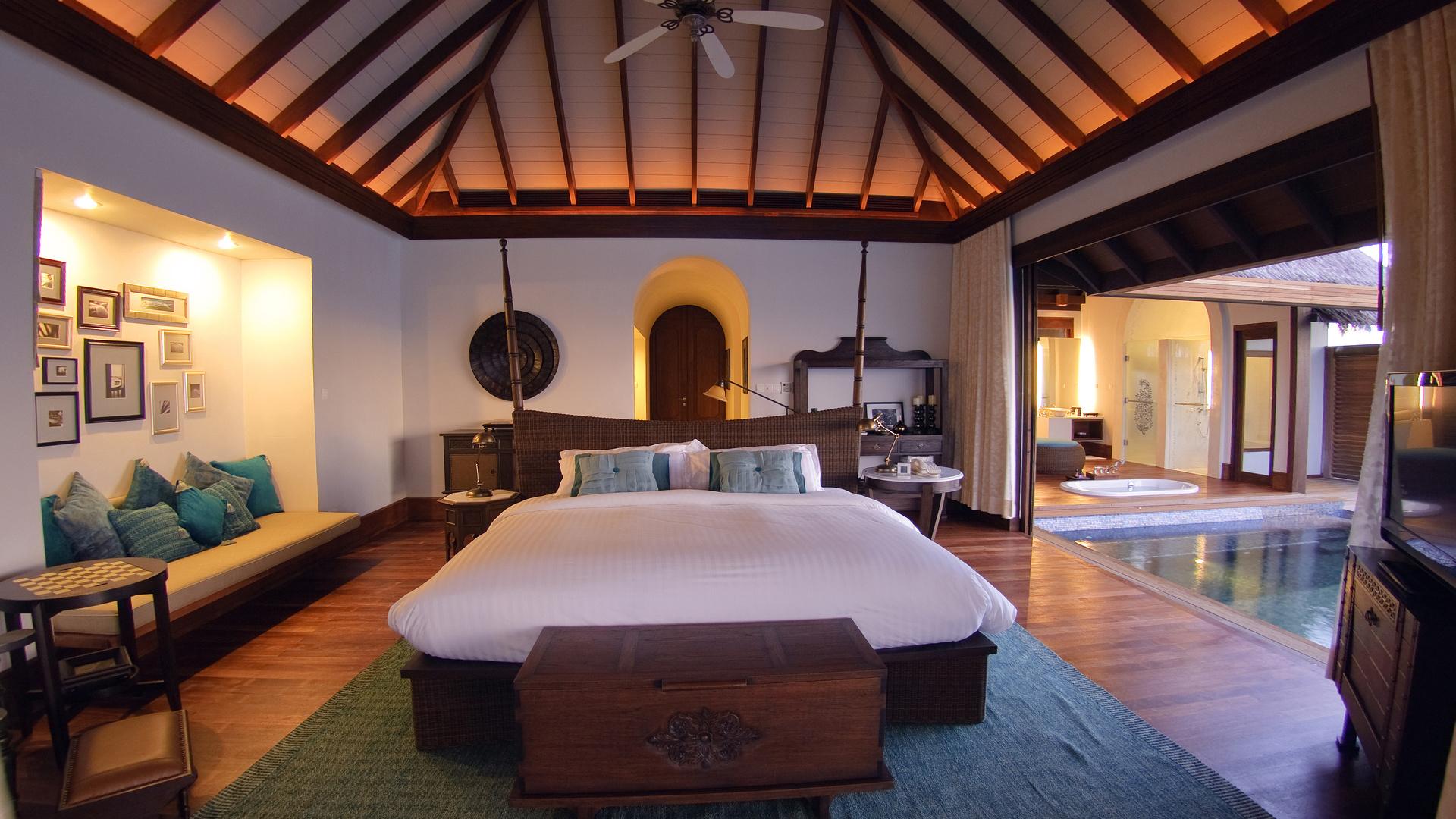 Отель на Мальдивах с бассейном обои скачать