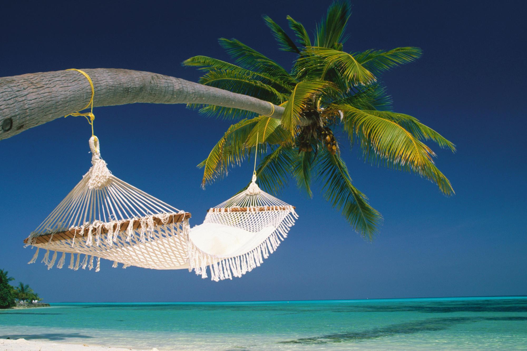 Гамак на пляже с видом на океан обои скачать