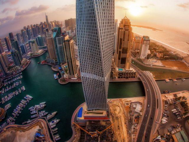Рассвет в Дубаях с видом на небоскребы