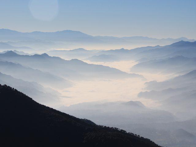 Туманные горы Гималаи.