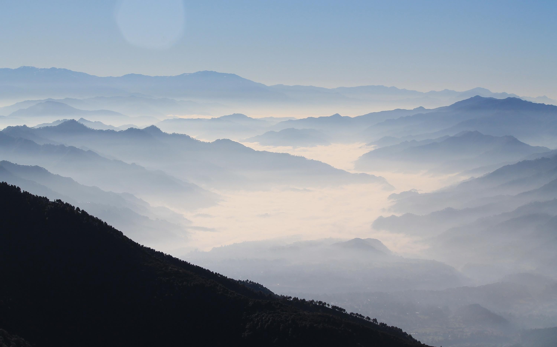 Туманные горы Гималаи. обои скачать
