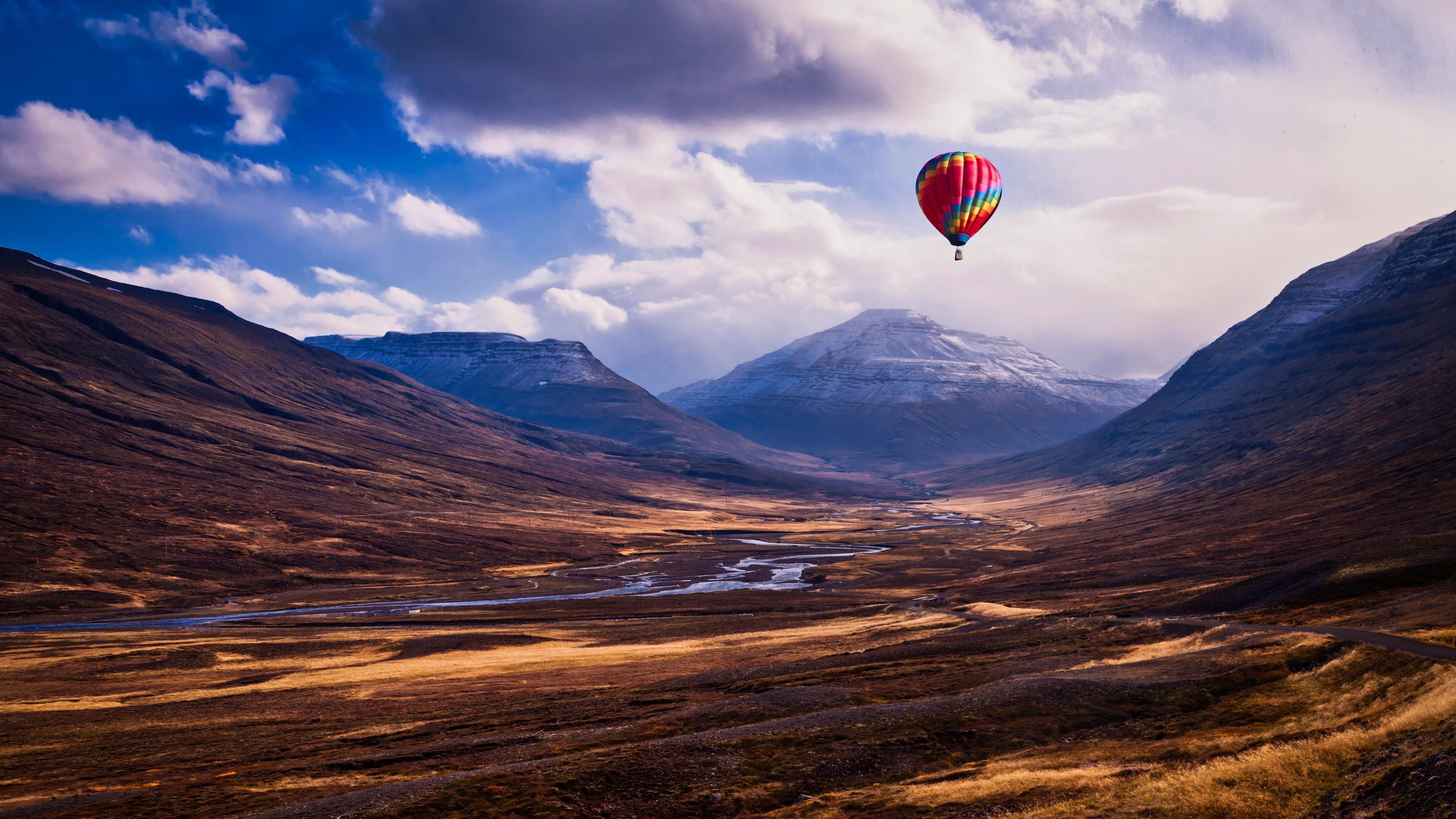 Горный пейзаж в горах обои скачать