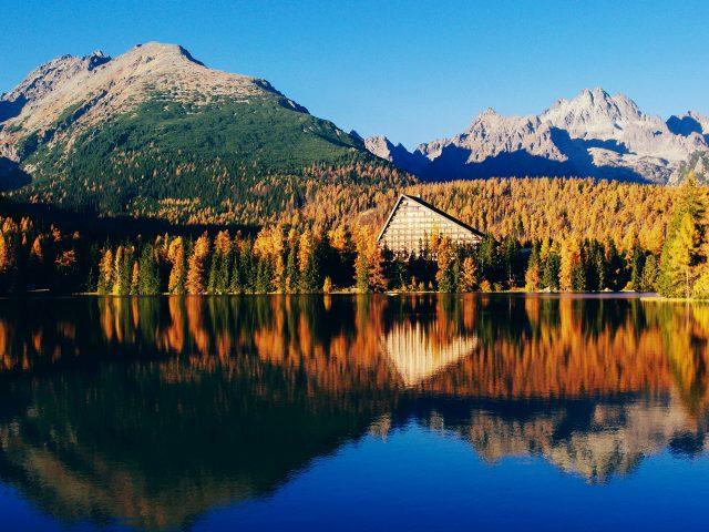 Красивые пейзажи озера.