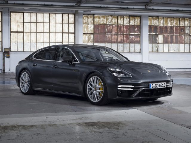Черный porsche panamera turbo s e-hybrid executive 2020 cars