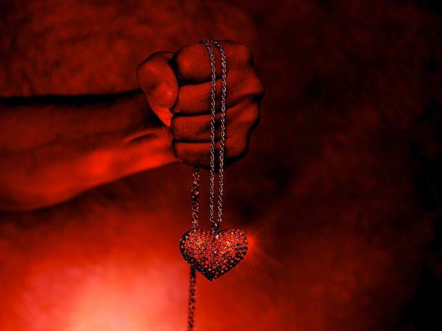 Сердце в руках.