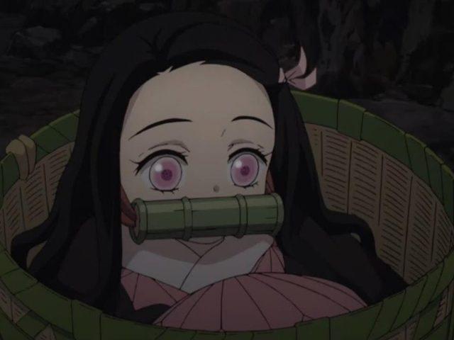 Розовые глаза незуко камадо внутри корзины убийца демонов кимецу но яиба незуко