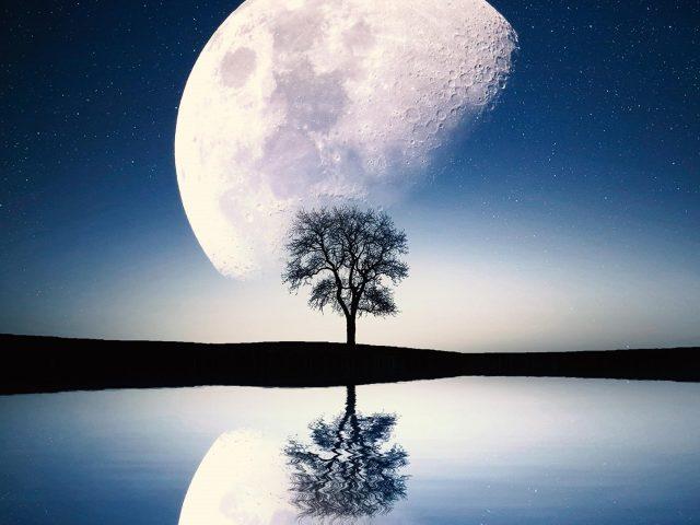 Сюрреалистическая сцена Луны