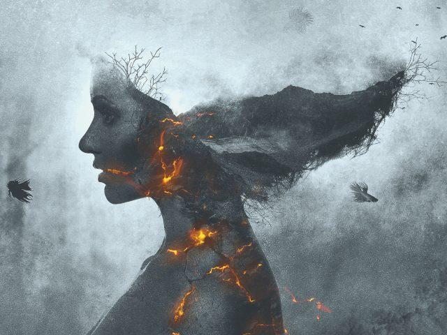 Девушка в огне монохромный