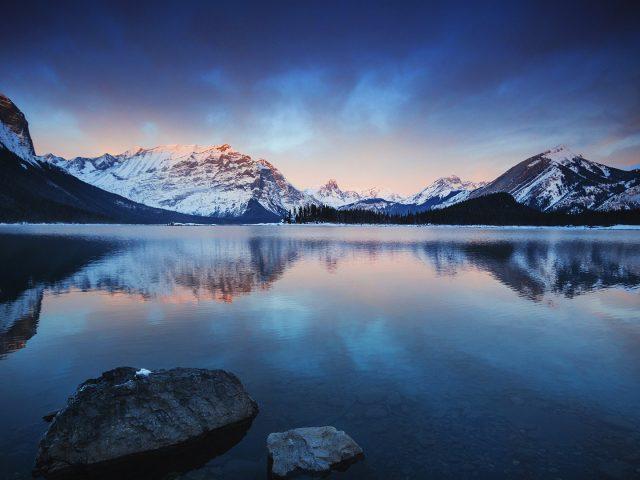 Озеро горы стокового Android