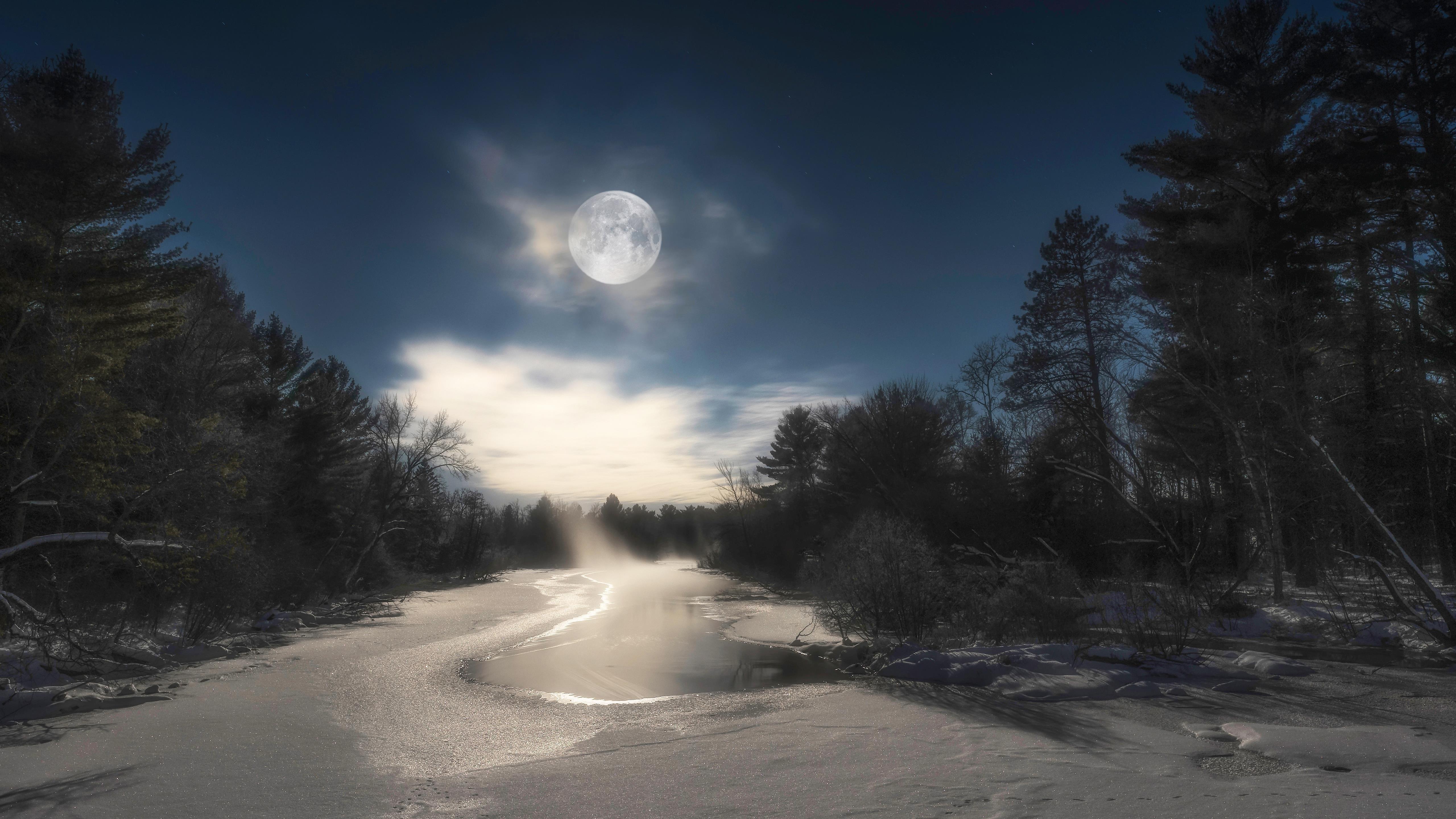 Заснеженная река между соснами под лунным небом зима обои скачать