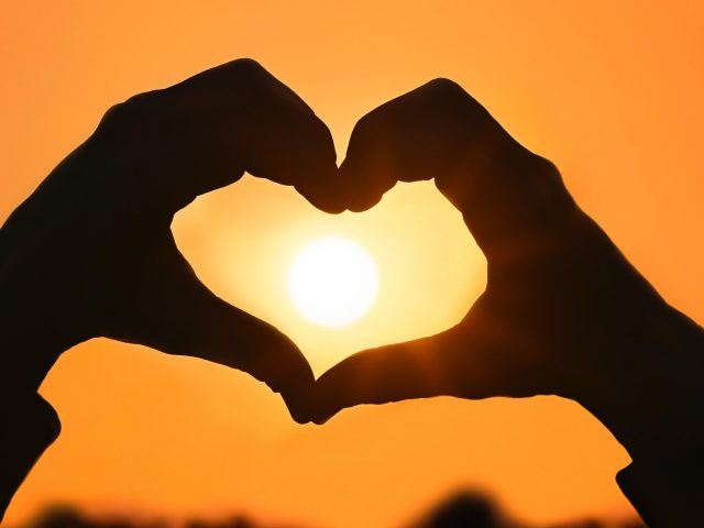 Любовь сердца руки форма