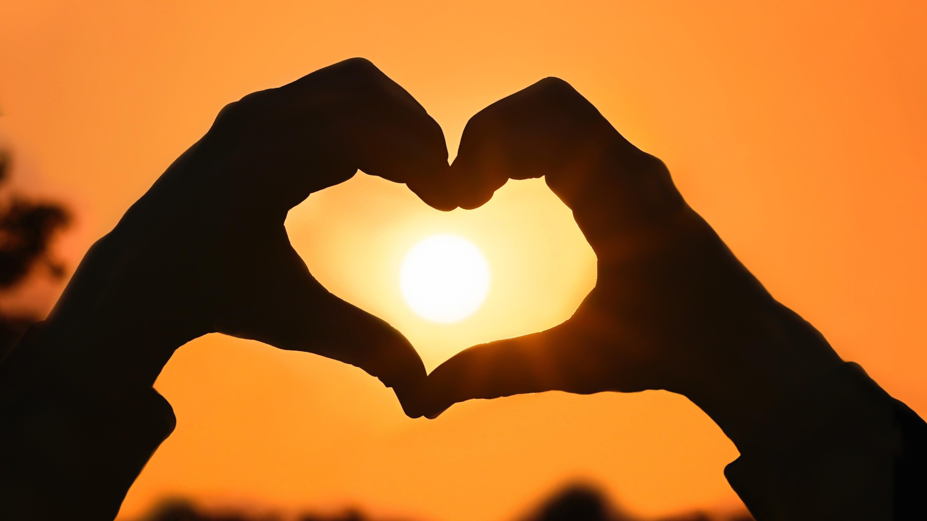 Любовь сердца руки форма обои скачать