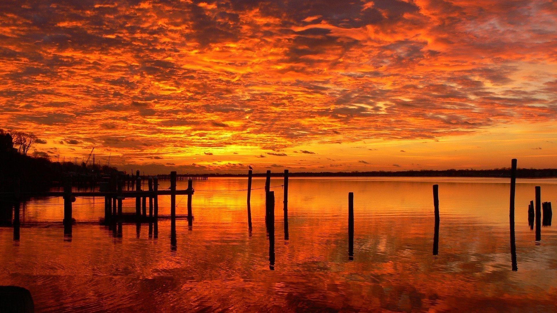 Закат порт озеро огненное небо желтые красные облака отражение природы обои скачать