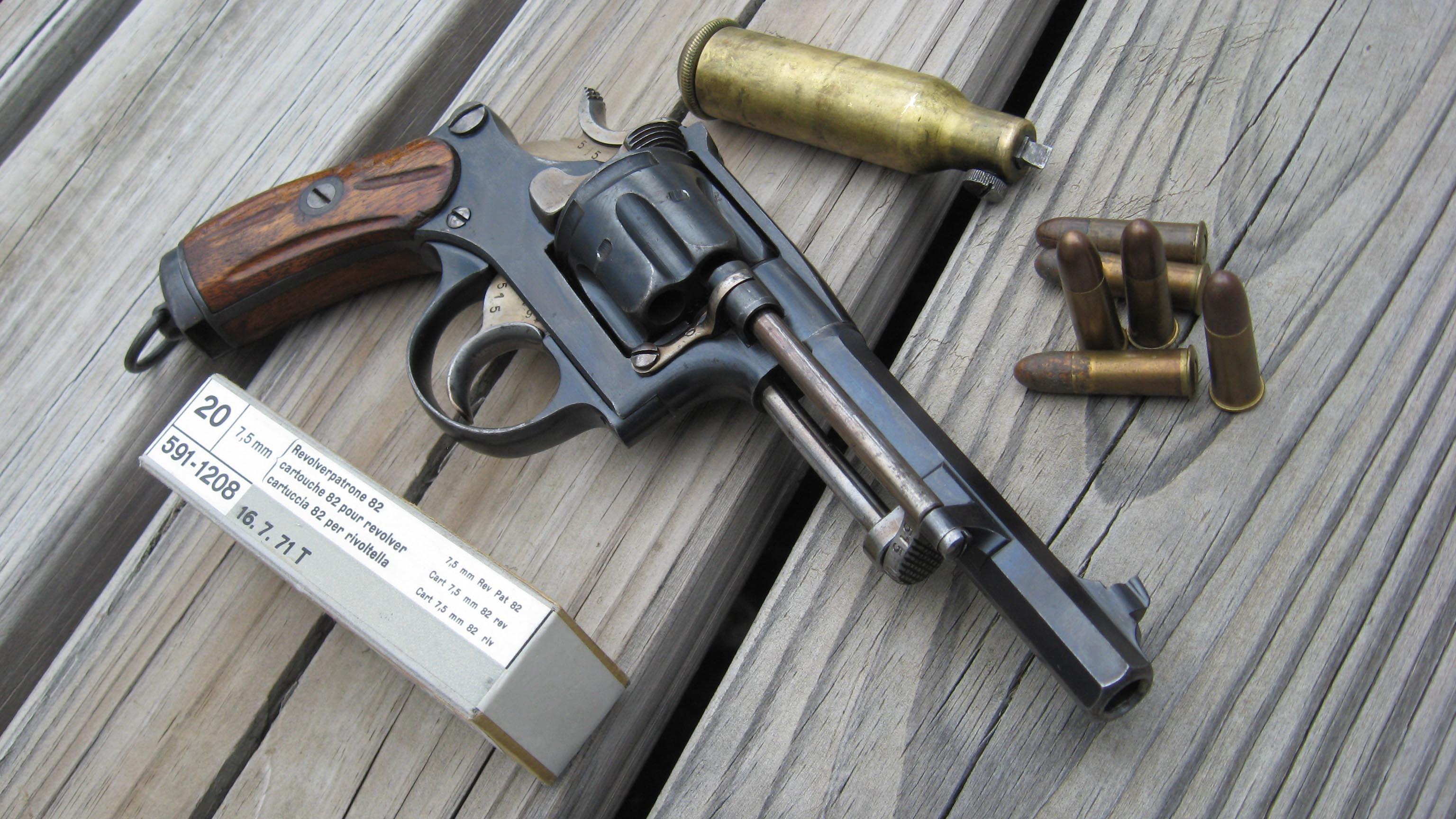 Револьвер, пули обои скачать