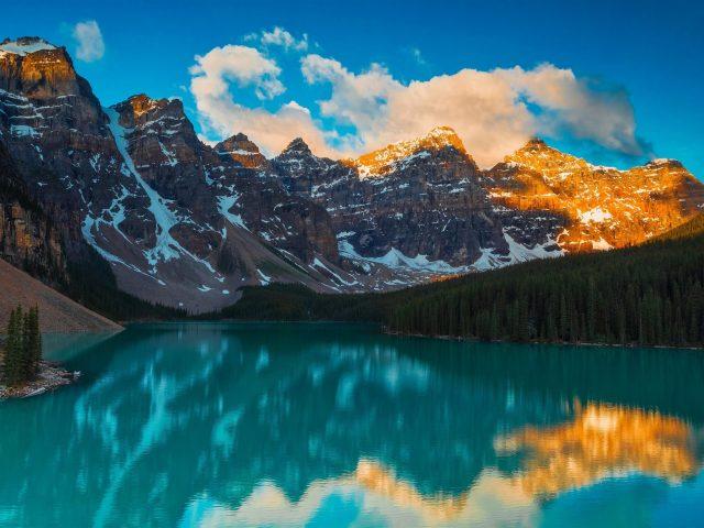 Морейн озеро в национальном парке Банф