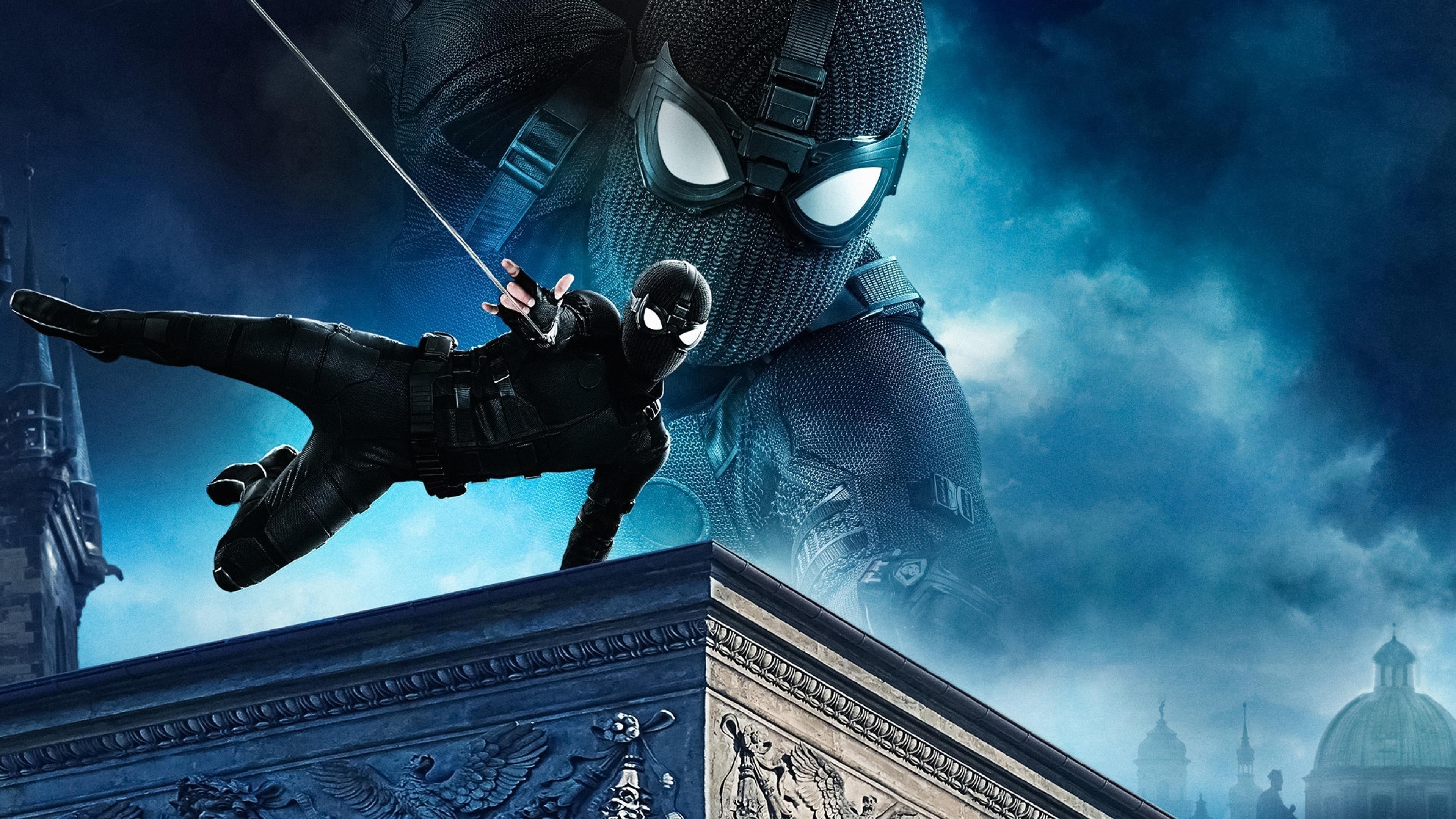 Человек-паук Вдали от дома черный костюм обои скачать