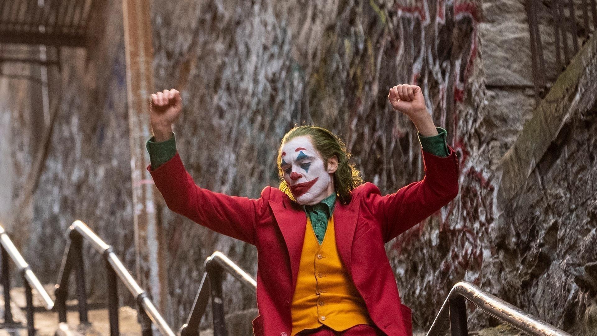 Хоакин Феникс в роли Джокера обои скачать