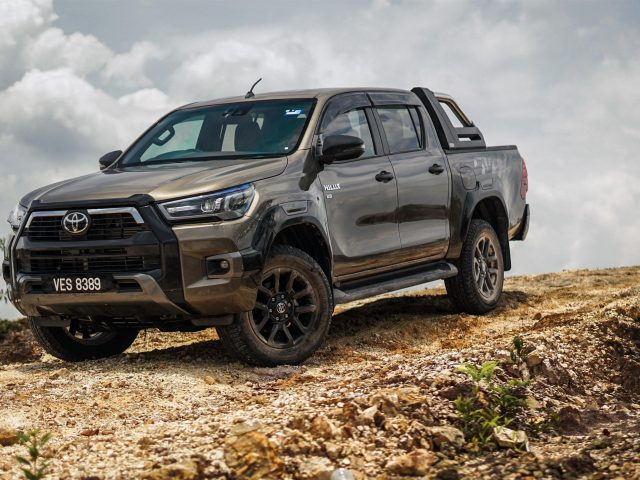 Toyota hilux rogue double cab 2020 автомобили