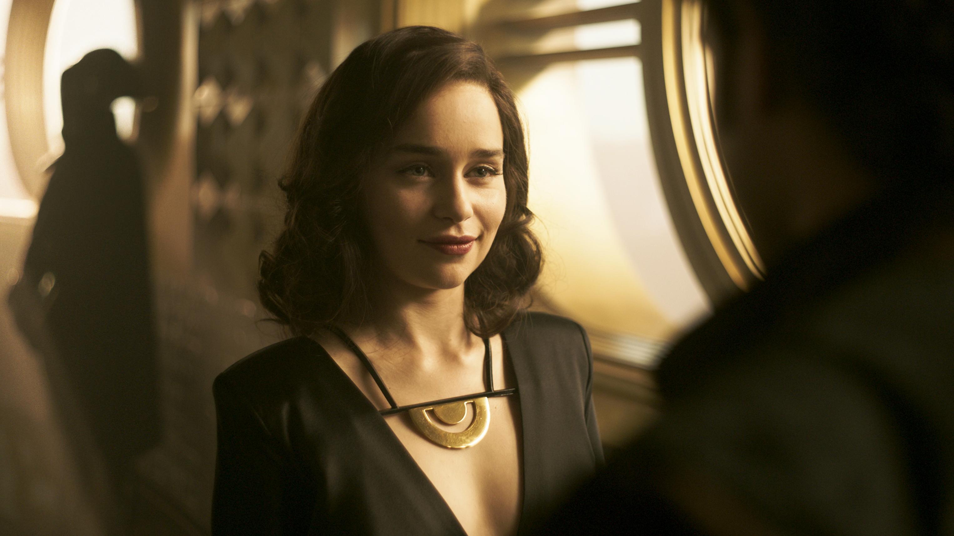 Эмилия Кларк как Кира в соло история Звездных войн обои скачать