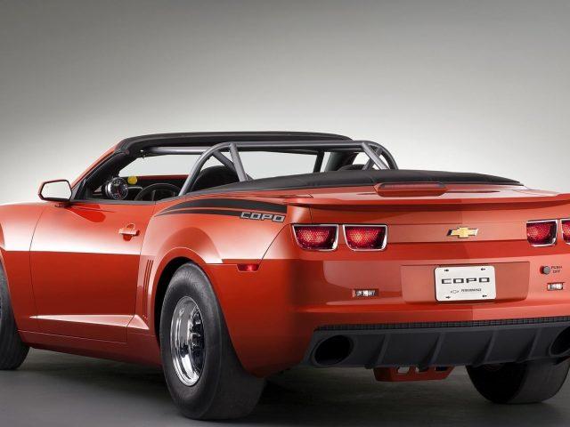 Красный автомобиль chevrolet copo camaro кабриолет muscle cars