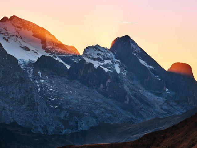 Бесплатный проход в горах закат