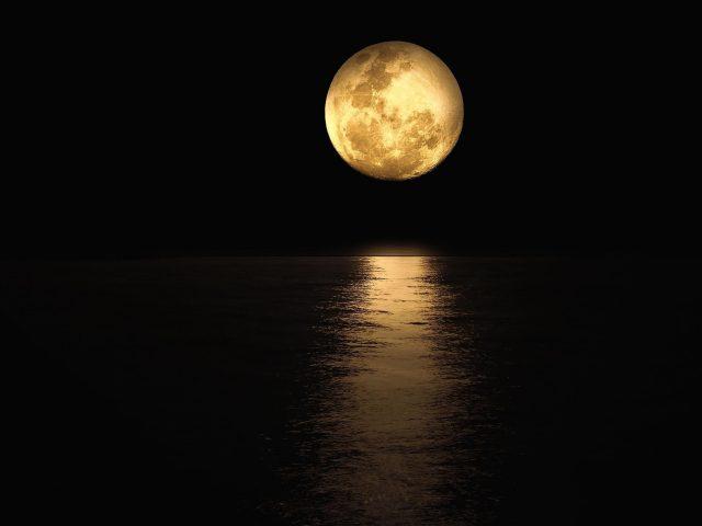 Отражение лунного света