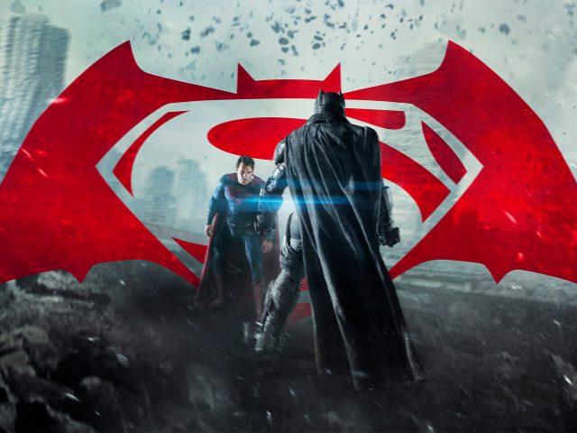 Бэтмен против супермена на заре справедливости.