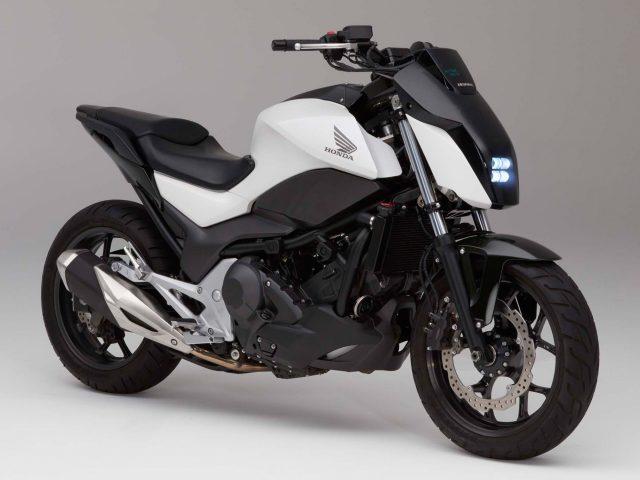 Хонда езда оказанию мотоцикла балансировки.