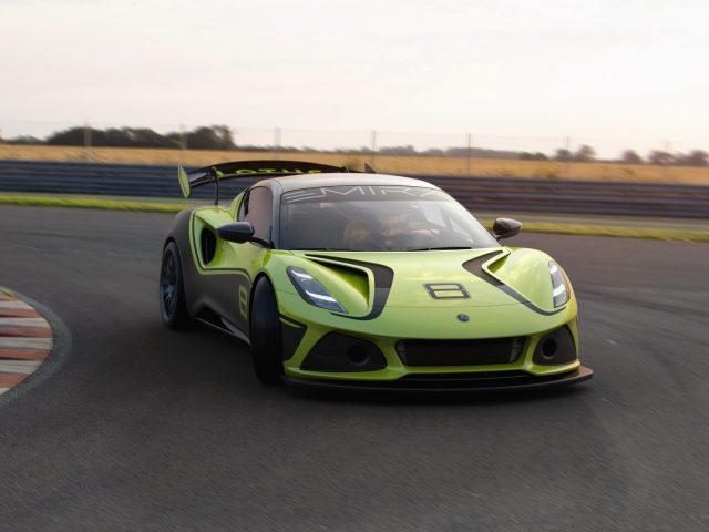 Lotus emira gt4 2021 2 автомобиля
