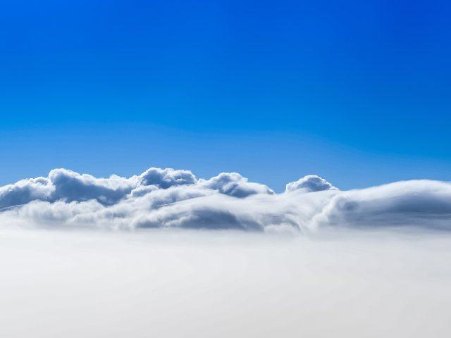 Облака голубое небо.