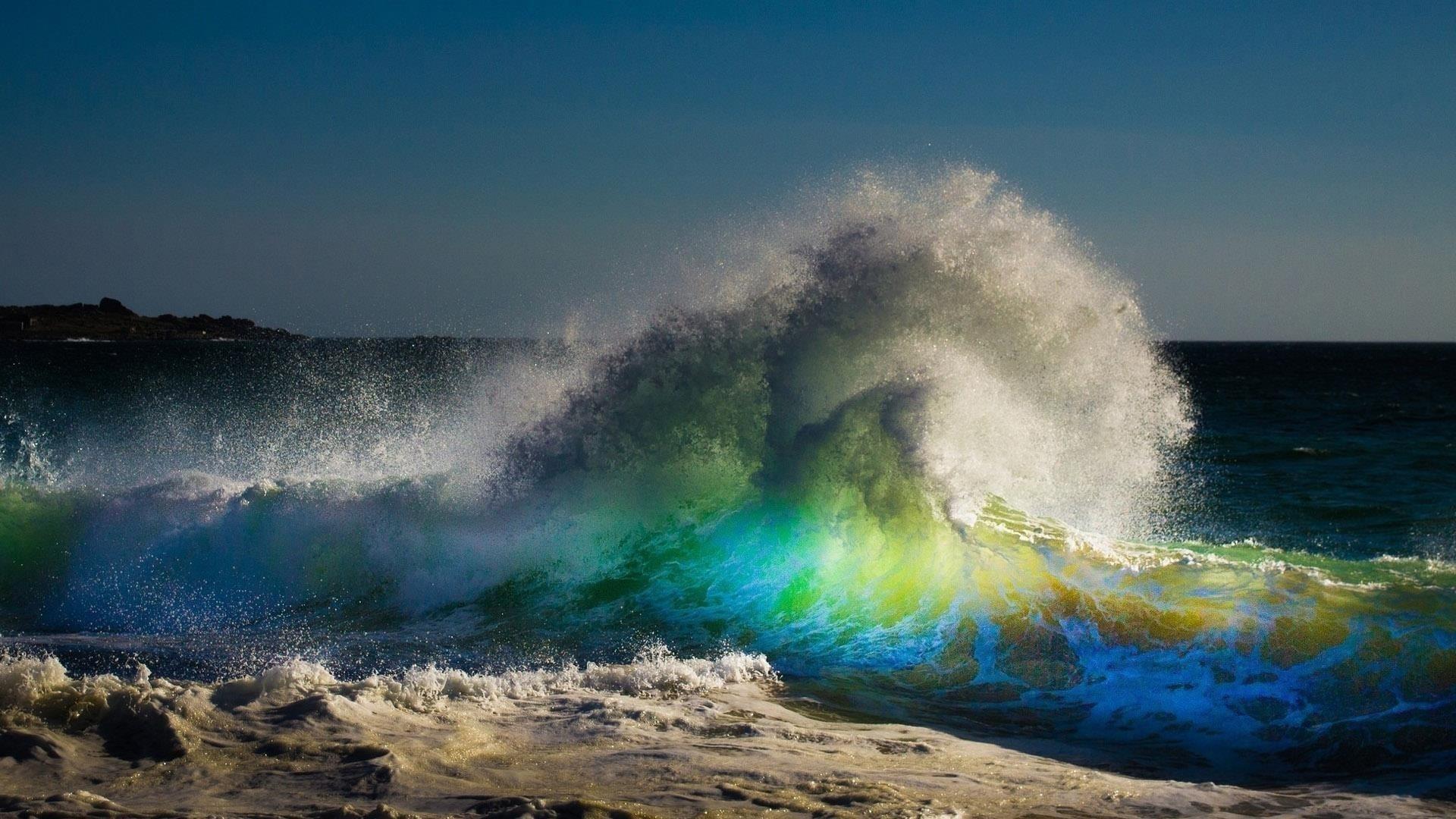 Красочные волны под голубым небом природа обои скачать