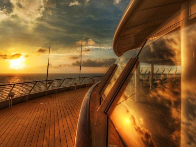 Вид с круизного лайнера с деревянным полом круизный лайнер