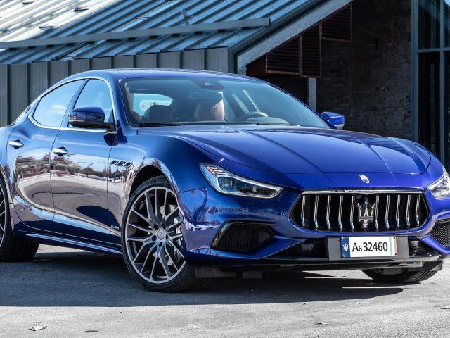 Синий maserati ghibli hybrid transport 2020 автомобили