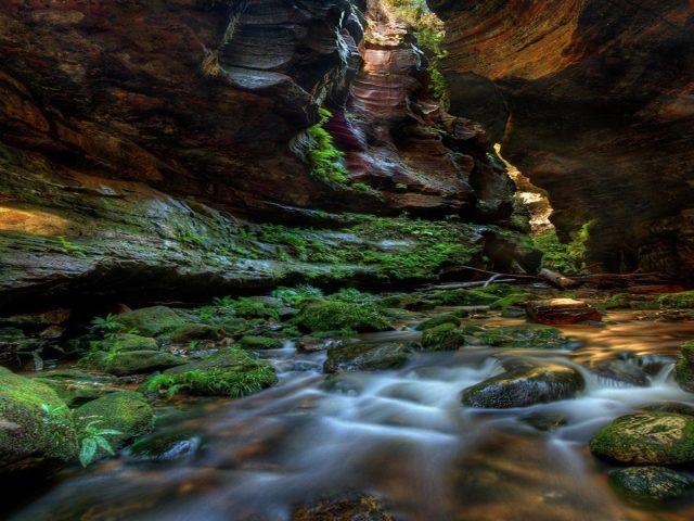 Водный поток между каньоном рок камень Австралия природа