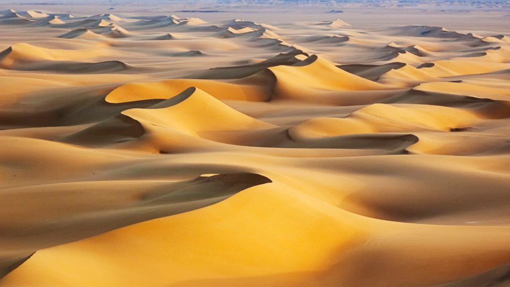 Песчаные дюны Восход белая пустыня Египет. обои скачать