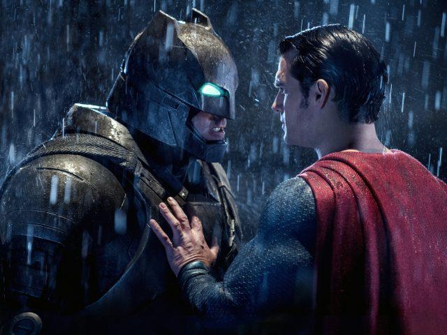 Бэтмен супермен мерятся.