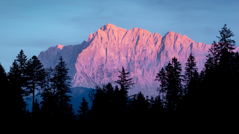 Гора в сумерках обои скачать