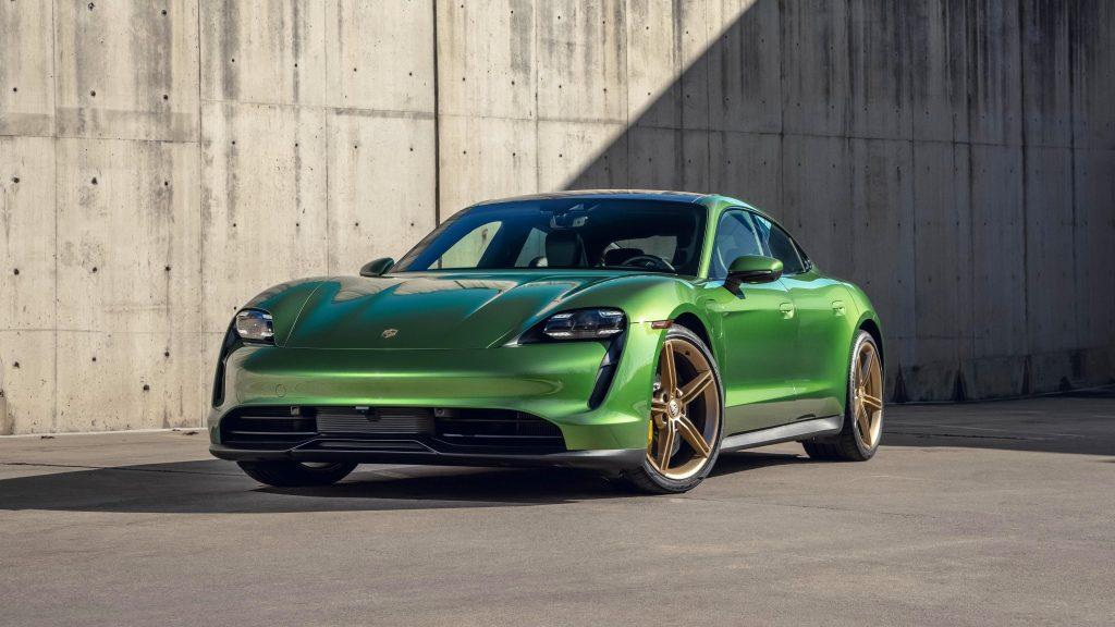 Porsche taycan 4s 2021 2 автомобиля обои скачать