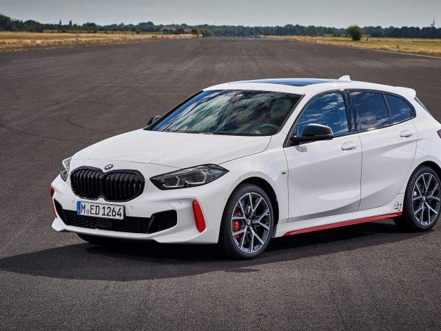 Белый bmw 128ti 2020 автомобили