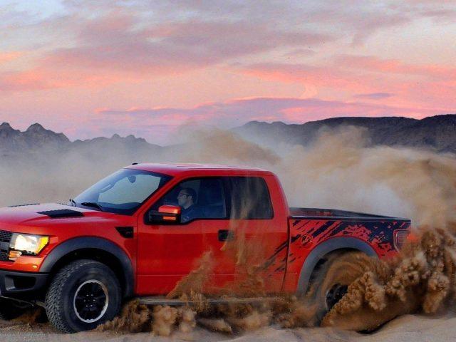 Красный «Форд» takuache грузовых автомобилей