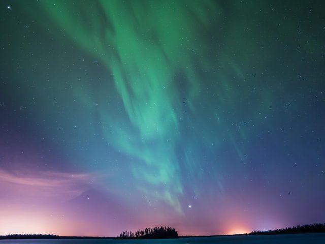 Озеро астотин северное сияние
