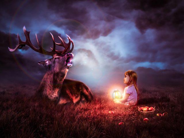 Фонарь ребенок с оленем в ночи