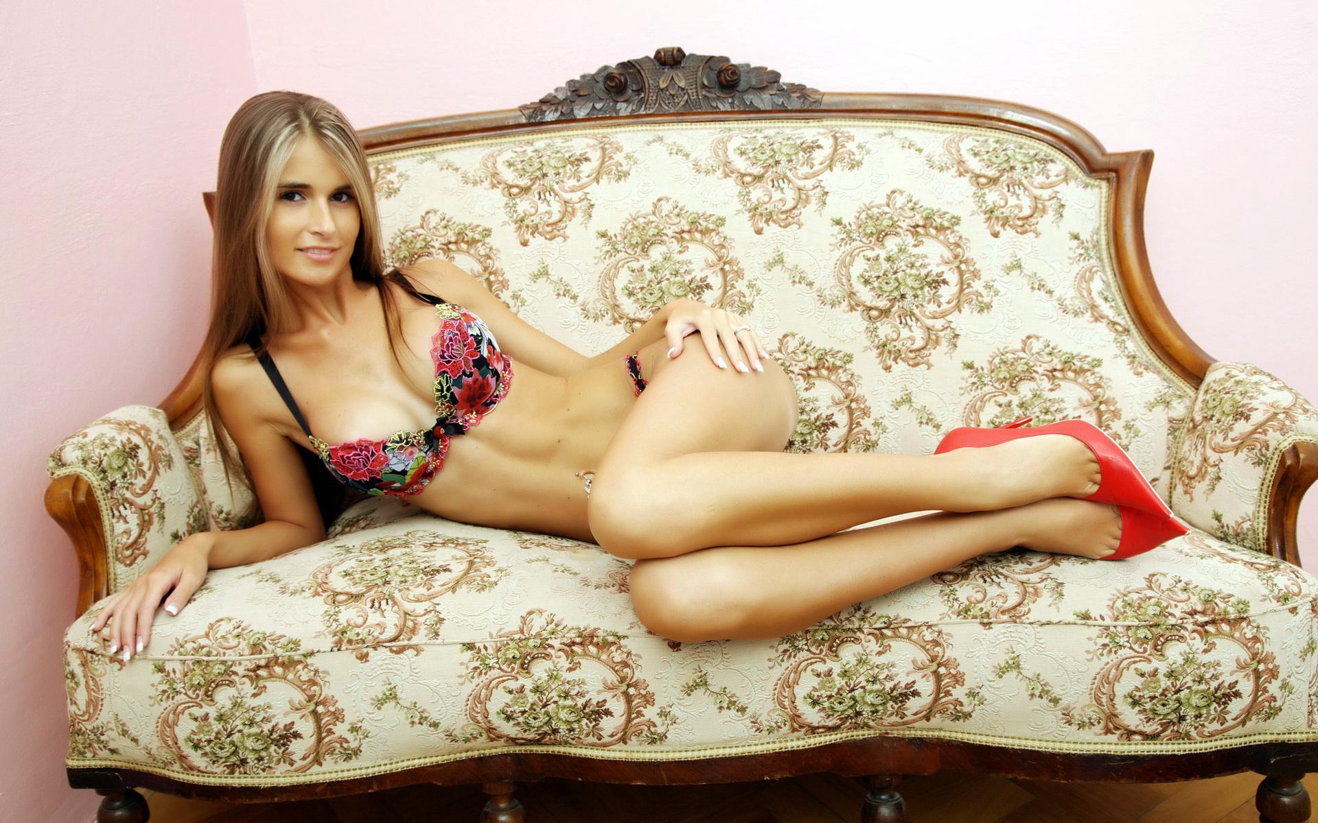Фото голых худых жон, Голые худенькие девушки с тощими попками и упругими 20 фотография